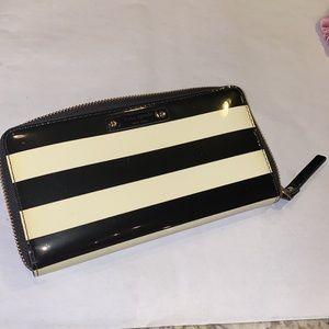 Kate Spade ♠️ wallet black & white striped zipper